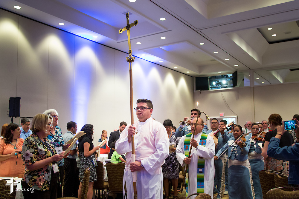 "A crucifer carries the processional cross at the beginning of worship during the 5th Hispanic National Convention, ""¡Come and See!: Celebrating Our Gifts,"" at the Grand Hyatt Tampa Bay on Thursday, July 30, 2015, in Tampa, Fla. LCMS Communications/Pamela Nielsen"