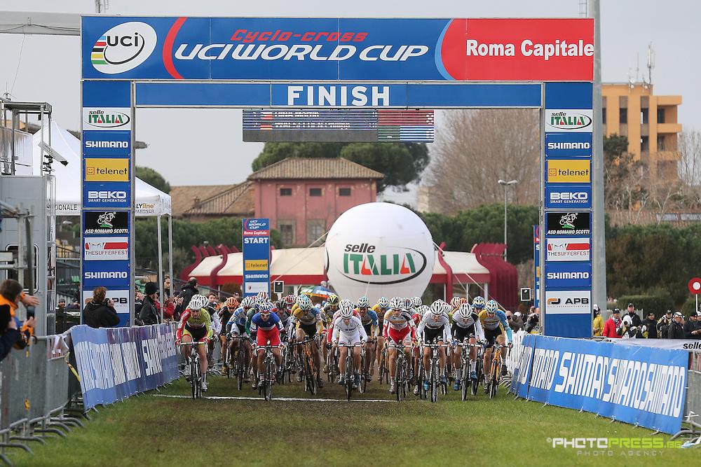 ITALY / ITALIE / ROME / CYCLING / WIELRENNEN / CYCLISME / CYCLOCROSS / CYCLO-CROSS / VELDRIJDEN / WERELDBEKER / WORLD CUP / COUPE DU MONDE / IPPODROMO CAPANNELLE / MEN ELITE / START /