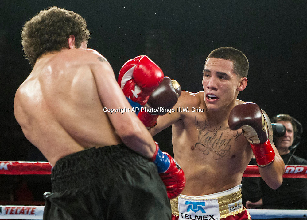 "Oscar Valdez, right, of Mexico and Noel ""Shutup"" Echevarria, of Puerto Rico, exchange punches in a NABF junior super featherweight title boxing match at the Forum in Inglewood, Calif., Saturday, May 17, 2014. .  (AP Photo/Ringo H.W. Chiu)"