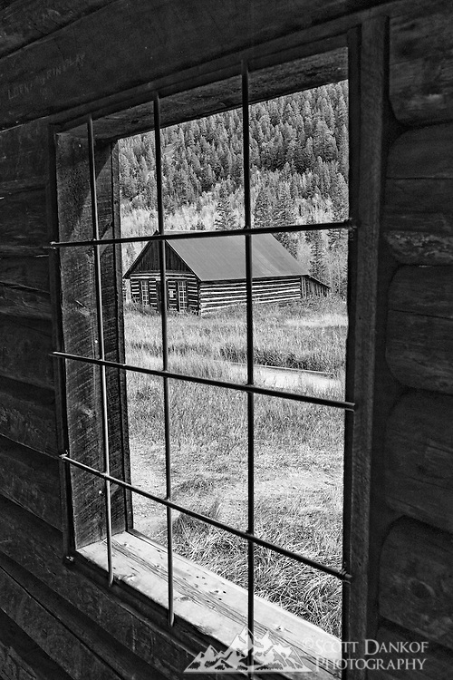 By 1883 Ashcroft was a town with a population of around 2,000 with two newspapers, a school, sawmills, a small smelter, and 20 saloons. There are 9 buildings left today, including an outhouse.