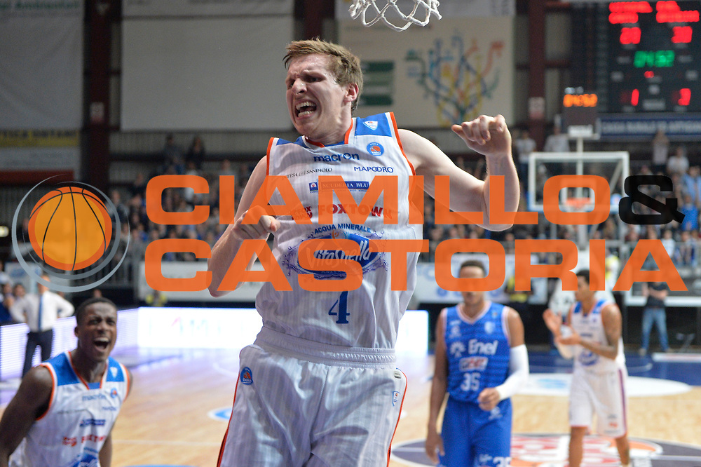 DESCRIZIONE : Cantu, Lega A 2015-16 Acqua Vitasnella Cantu' Enel Brindisi<br /> GIOCATORE : Jared Berggren<br /> CATEGORIA : Esultanza<br /> SQUADRA : Acqua Vitasnella Cantu'<br /> EVENTO : Campionato Lega A 2015-2016<br /> GARA : Acqua Vitasnella Cantu' Enel Brindisi<br /> DATA : 31/10/2015<br /> SPORT : Pallacanestro <br /> AUTORE : Agenzia Ciamillo-Castoria/I.Mancini<br /> Galleria : Lega Basket A 2015-2016  <br /> Fotonotizia : Cantu'  Lega A 2015-16 Acqua Vitasnella Cantu'  Enel Brindisi<br /> Predefinita :