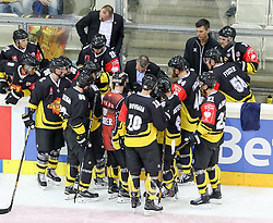 11.09.2016, Albert Schultz Halle, Wien, AUT, CHL, UPC Vienna Capitals vs Kalpa Kuopio, Gruppenspiel, im Bild Trainer Serge Aubin (UPC Vienna Capitals), Taylor Vause (UPC Vienna Capitals), Collin Bowman (UPC Vienna Capitals), Riley Holzapfel (UPC Vienna Capitals) // during the Champions Hockey League match between UPC Vienna Capitals and Kalpa Kuopio at the Albert Schultz Arena, Vienna, Austria on 2016/09/11. EXPA Pictures © 2016, PhotoCredit: EXPA/ Alexander Forst
