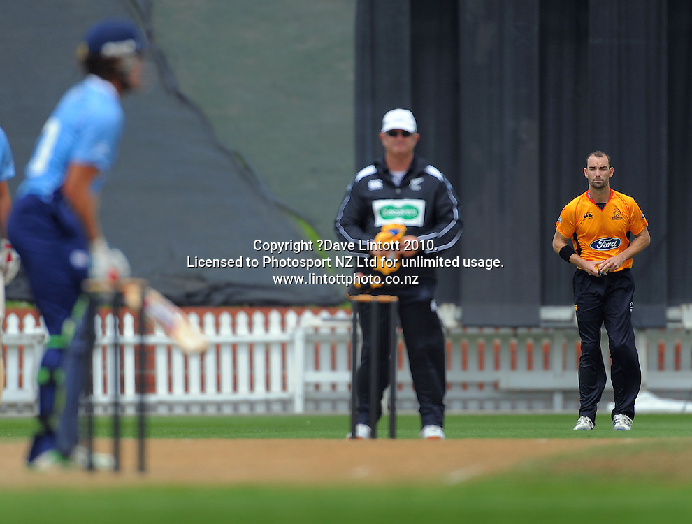 Wellington's Andy McKay prepares to bowl to Lou Vincent. One Day cricket - Wellington Firebirds v Auckland Aces at Allied Nationwide Finance Basin Reserve, Wellington on Wednesday, 2 February 2011. Photo: Dave Lintott / photosport.co.nz