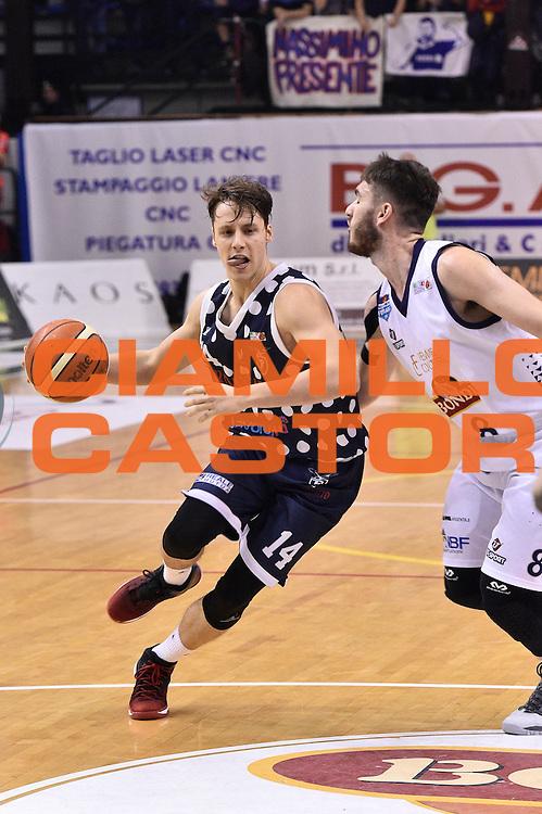 Matteo Montano<br /> Bondi Pallacanestro Ferrara - Fortitudo Kontatto Bologna<br /> Campionato Basket A2 LNP 2016/2017<br /> Ferrara, 25/11/2016<br /> Foto Ciamillo-Castoria