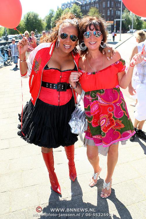 NLD/Amsterdam/20070804 - Gaypride Canalparade 2007, SBS showboot, Patty Brard en Jose Hoebee
