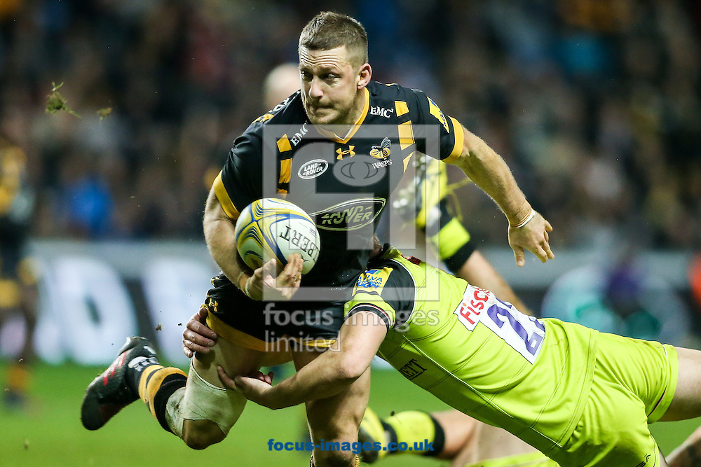Jimmy Gopperth of Wasps (left) is tackled by George Worth of Leicester Tigers (right) during the Aviva Premiership match at the Ricoh Arena, Coventry<br /> Picture by Andy Kearns/Focus Images Ltd 0781 864 4264<br /> 08/01/2017