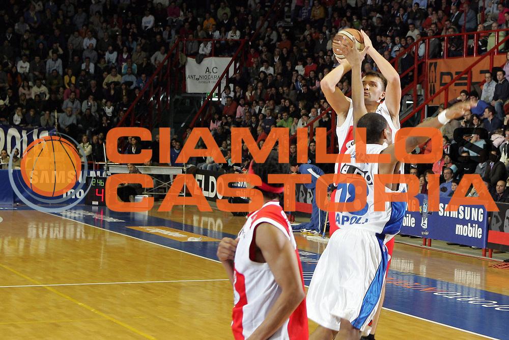 DESCRIZIONE : Napoli Lega A1 2006-07 Eldo Napoli Siviglia Wear Teramo<br /> GIOCATORE : Janicenoks<br /> SQUADRA : Siviglia Wear Teramo<br /> EVENTO : Campionato Lega A1 2006-2007 <br /> GARA : Eldo Napoli Siviglia Wear Teramo<br /> DATA : 03/02/2007<br /> CATEGORIA : Tiro<br /> SPORT : Pallacanestro <br /> AUTORE : Agenzia Ciamillo-Castoria/A.De Lise