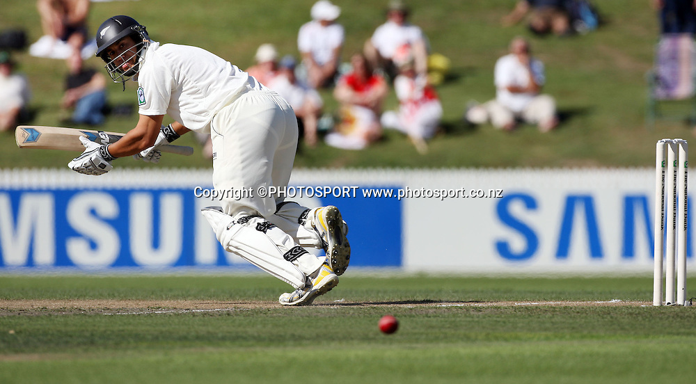 Ross Taylor makes runs during National Bank Test Match Series, New Zealand v England, 2nd day of 1st Test at Seddon Park, Hamilton, New Zealand. Thursday 6 March 2008. Photo: Stephen Barker/PHOTOSPORT