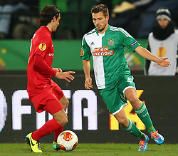 28.11.2013, Ernst Happel Stadion, Wien, AUT, UEFA Europa League, SK Rapid Wien vs FC Thun, Gruppe G, im Bild Luca Zuffi, (FC Thun, #7) und Thomas Schrammel, (SK Rapid Wien, #4) // during a UEFA Europa League group G game between SK Rapid Vienna and FC Thun at the Ernst Happel Stadion, Wien, Austria on 2013/11/28. EXPA Pictures © 2013, PhotoCredit: EXPA/ Thomas Haumer