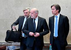 08.03.2018, Landesgericht für Strafsachen, Wien, AUT, Strafprozess gegen ehemaligen Finanzminister Grasser, wegen Bestechungs- und Untreueverdacht bei BUWOG-Privatisierung und Linzer-Terminal-Tower, im Bild (v.l.) Der Angeklagte Walter Meischberger, Anwalt Manfred Ainedter und der Angeklagte Karl-Heinz Grasser. // during hearing according to supspect of bribery and breach of trust in case of BUWOG-privatisation at the Landesgericht für Strafsachen in Wien, Austria on 2018/03/08. EXPA Pictures © 2018, PhotoCredit: EXPA/ ROLAND SCHLAGER/APA-POOL