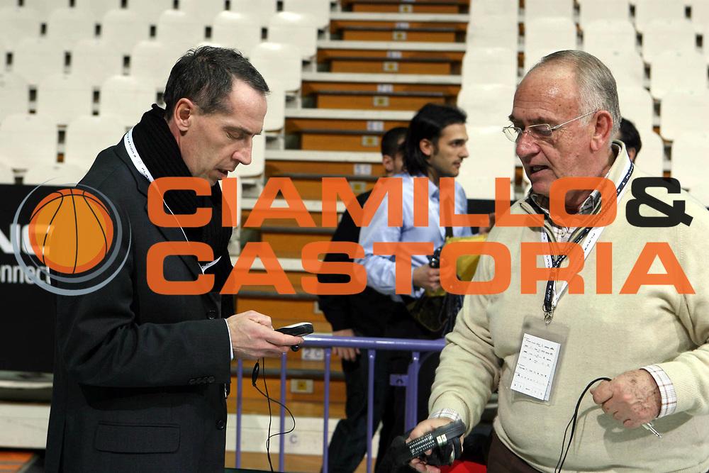 DESCRIZIONE : Bologna Final Eight 2008 Quarti di Finale Lottomatica Virtus Roma La Fortezza Virtus Bologna <br />GIOCATORE : Maurizio Bezzecchi Massimo Carboni<br />SQUADRA : <br />EVENTO : Tim Cup Basket For Life Coppa Italia Final Eight 2008 <br />GARA : Lottomatica Virtus Roma La Fortezza Virtus Bologna <br />DATA : 07/02/2008 <br />CATEGORIA : Before<br />SPORT : Pallacanestro <br />AUTORE : Agenzia Ciamillo-Castoria/G.Ciamillo