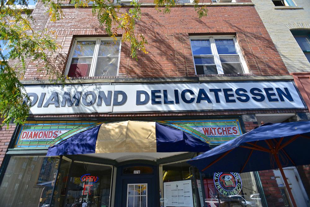 Entrance sign for Diamond Deli.