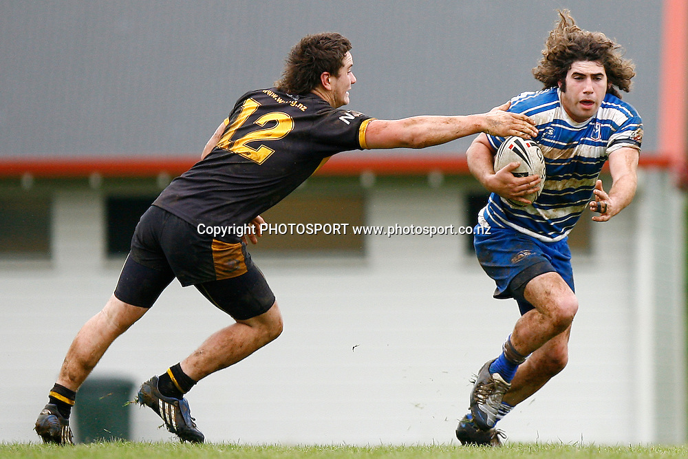 Auckland's Brett Alcock skips past Wellington's Mason Townsend. National Junior Competitions, Under-18, Kiwi Cup Final, Auckland v Wellington at Cornwall Park, Auckland, New Zealand. Sunday 4th October 2009. Photo: Anthony Au-Yeung/PHOTOSPORT