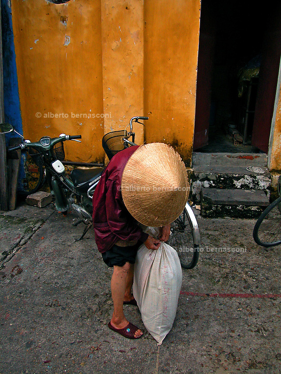 Vietnam, Hoi An:old woman.