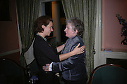 Josefa Gonzalez and Maggi Hambling, Maggi Hambling The Works, and Conversations with ?Andrew Lambirth. the Polish Club. 18 January 2006.  ONE TIME USE ONLY - DO NOT ARCHIVE  © Copyright Photograph by Dafydd Jones 66 Stockwell Park Rd. London SW9 0DA Tel 020 7733 0108 www.dafjones.com