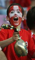 Fussball International Laenderspiel Schweiz 2-0 Costa Rica Schweizer Fan mit Kuhglocke