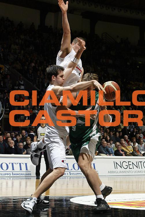 DESCRIZIONE : Bologna Lega A1 2005-06 VidiVici Virtus Bologna Air Avellino<br /> GIOCATORE : Monti<br /> SQUADRA : Air Avellino <br /> EVENTO : Campionato Lega A1 2005-2006<br /> GARA : VidiVici Virtus Bologna Air Avellino<br /> DATA : 26/02/2006<br /> CATEGORIA : Penetrazione<br /> SPORT : Pallacanestro<br /> AUTORE : Agenzia Ciamillo-Castoria/E.Pozzo