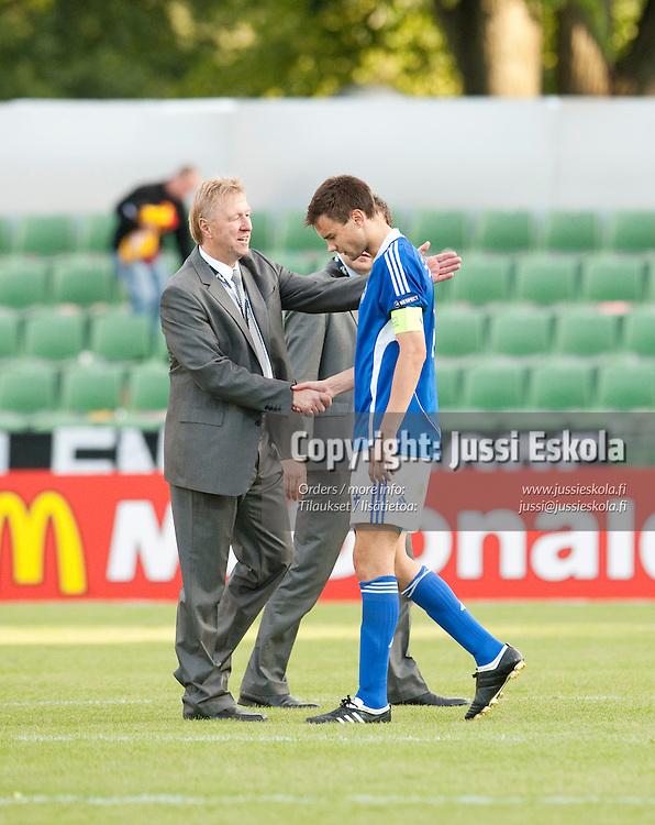 Tim Sparv, Horst Hrubesch. Saksa - Suomi. Alle 21-vuotiaiden EM-turnaus. Halmstad, Ruotsi 18.6.2009. Photo: Jussi Eskola