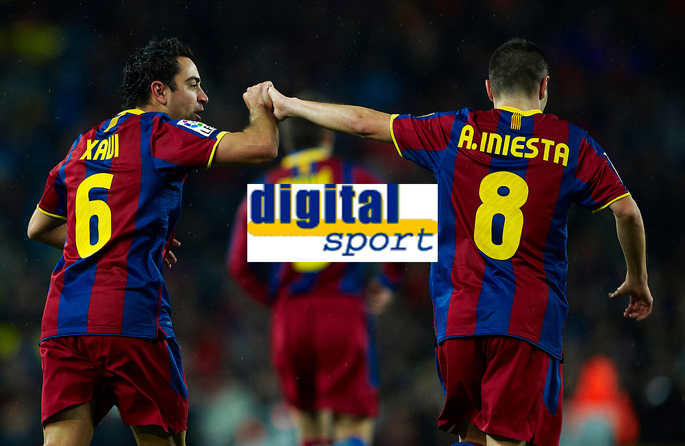BARCELONA, SPAIN - NOVEMBER 29: Xavi Hernandez of Barcelona celebrates his goal with Andres Iniesta during the La Liga match between Barcelona and Real Madrid at the Camp Nou Stadium on November 29, 2010 in Barcelona, Spain. (Photo by Manuel Queimadelos/DPPI)
