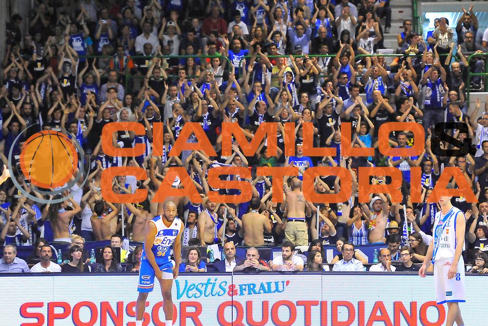 DESCRIZIONE : Campionato 2013/14 Quarti di Finale GARA 2 Dinamo Banco di Sardegna Sassari - Enel Brindisi<br /> GIOCATORE : Commando Ultra' Dinamo<br /> CATEGORIA : Pubblico Tifosi Ultras<br /> SQUADRA : Dinamo Banco di Sardegna Sassari<br /> EVENTO : LegaBasket Serie A Beko Playoff 2013/2014<br /> GARA : Dinamo Banco di Sardegna Sassari - Enel Brindisi<br /> DATA : 21/05/2014<br /> SPORT : Pallacanestro <br /> AUTORE : Agenzia Ciamillo-Castoria / Luigi Canu<br /> Galleria : LegaBasket Serie A Beko Playoff 2013/2014<br /> Fotonotizia : DESCRIZIONE : Campionato 2013/14 Quarti di Finale GARA 2 Dinamo Banco di Sardegna Sassari - Enel Brindisi<br /> Predefinita :