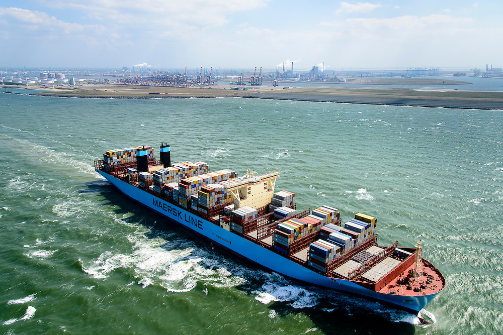 Nederland, Zuid-Holland, Rotterdam, 10-06-2015; <br /> Container schip Morten van rederij Maersk verlaat de haven van Rotterdam. In de achtergrond Tweede Maasvlakkte.<br /> Container Ship Morten Maersk leaves Port of Rotterdam.<br /> <br /> luchtfoto (toeslag op standard tarieven);<br /> aerial photo (additional fee required);<br /> copyright foto/photo Siebe Swart<br /> <br /> luchtfoto (toeslag op standard tarieven);<br /> aerial photo (additional fee required);<br /> copyright foto/photo Siebe Swart