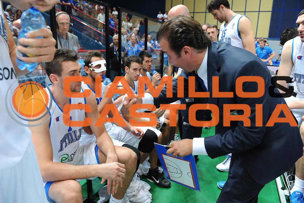 DESCRIZIONE : Bari Qualificazioni Europei 2011 Italia Finlandia<br /> GIOCATORE : Simone Pianigiano Coach<br /> SQUADRA : Nazionale Italia Uomini <br /> EVENTO : Qualificazioni Europei 2011<br /> GARA : Italia Finlandia<br /> DATA : 08/08/2010 <br /> CATEGORIA : Time Out<br /> SPORT : Pallacanestro <br /> AUTORE : Agenzia Ciamillo-Castoria/GiulioCiamillo<br /> Galleria : Fip Nazionali 2010 <br /> Fotonotizia : Riga Qualificazioni Europei 2011 Italia inlandia<br /> Predefinita :