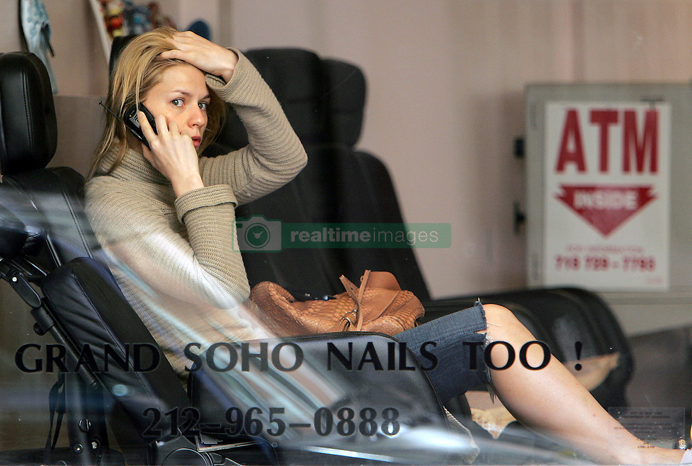 U.S actress Claire Danes, with her pooch dog WeeGee, gets a pedicure and a massage at 'Grand Soho Nail Too!' salon in New York City, NY, USA on May 7, 2007. Photo by Cau-Guerin/ABACAPRESS.COM  | 121956_06 New York City