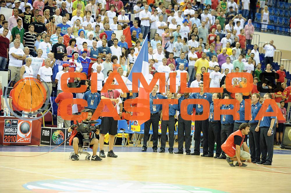 DESCRIZIONE : Championnat Du Monde 2010 Turquie Izmir Tour Preliminaire <br /> GIOCATORE : Staff France<br /> SQUADRA : France <br /> EVENTO : Championnat du monde 2010<br /> GARA : France Espagne<br /> DATA : 28/08/2010<br /> CATEGORIA : Basketball Action Homme<br /> SPORT : Basketball<br /> AUTORE : JF Molliere FFBB par Agenzia Ciamillo-Castoria <br /> Galleria : France Basket Championnat du monde 2010<br /> Fotonotizia : Championnat du monde Turquie Izmir Tour Preliminaire Jour 1<br /> Predefinita :