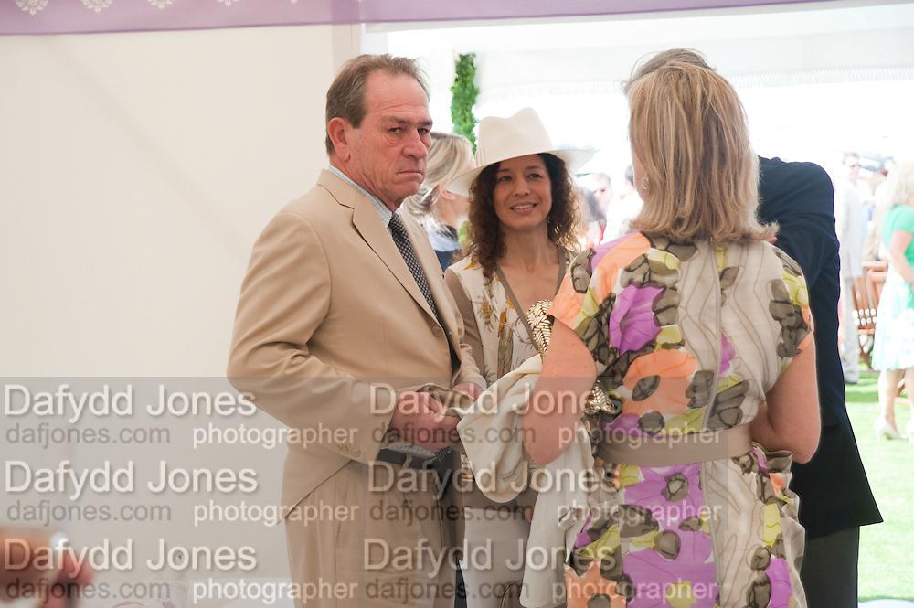 TOMMY LEE JONES;  DAWN JONES; CARLA BAMBERGER; ARNAUD BAMBERGER<br /> Cartier International Polo. Guards Polo Club. Windsor Great Park. 25 July 2010. -DO NOT ARCHIVE-© Copyright Photograph by Dafydd Jones. 248 Clapham Rd. London SW9 0PZ. Tel 0207 820 0771. www.dafjones.com.