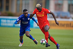 BURTON-UPON-TRENT, ENGLAND - Saturday, December 3, 2016: Liverpool's Mamadou Sakho in action against Leicester City's Layton Ndukwu during the Premier League International Cup match at St. George's Park. (Pic by David Rawcliffe/Propaganda)