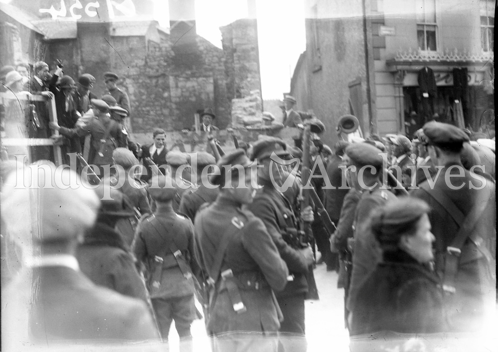 Eamon De Valera arrest at Ennis. Soldiers gather around De Valera. 1923<br /> During the Civil War of 1922-1923 between the pro-Treaty Provisional Government under Michael Collins and its opponents, Eamonn de Valera supported the anti-Treaty Republicans. An &lsquo;Emergency Government&rsquo; was formed by the Republicans with de Valera as president. In May 1923 the Republicans called a cease fire and resistance ended. De Valera was arrested on 15 August 1923, under the Public Safety Act, as he was about to make a speech at Ennis and was imprisoned until July 1924. Despite this, Clare elected de Valera top of the poll in the general election on 27 August 1923. Eamonn de Valera continued to represent Clare for the rest of his active political career.<br /> (Part of the Independent Newspapers Ireland/NLI Collection)