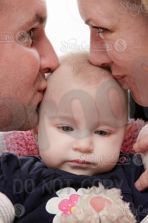 21 January 2010: Erin Stansbury, Jason and four month old baby girl Avery Zmija during family photo session in studio.  I