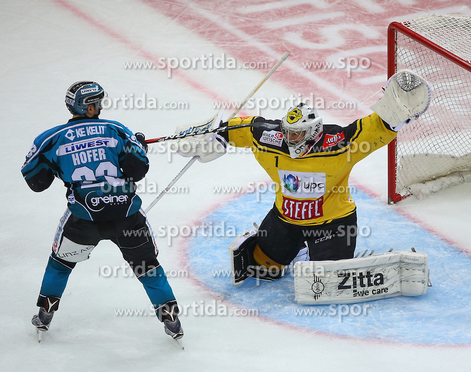 14.02.2017, Albert Schultz Halle, Wien, AUT, EBEL, UPC Vienna Capitals vs EHC Liwest Black Wings Linz, Platzierungsrunde, im Bild Fabio Hofer (EHC Liwest Black Wings Linz) und Jean Philippe Lamoureux (UPC Vienna Capitals) // during the Erste Bank Icehockey League placement round match between UPC Vienna Capitals and EHC Liwest Black Wings Linz at the Albert Schultz Ice Arena, Vienna, Austria on 2017/02/14. EXPA Pictures © 2017, PhotoCredit: EXPA/ Thomas Haumer