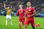 ARNHEM, Vitesse - PSV, voetbal Eredivisie, seizoen 2013-2014, 15-03-2014, Stadion de Gelredome, PSV speler Memphis Depay (R) heeft de 1-2 gescoord, PSV speler Oscar Hiljemark (M), Vitesse speler Marko Vejinovic (L).