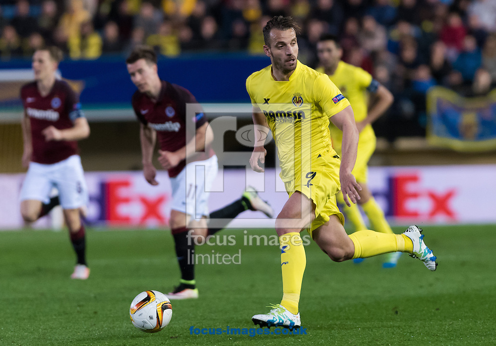 Roberto Soldado of Villarreal CF during the UEFA Europa League quarter final match at Estadio El Madrigal, Villarreal<br /> Picture by Maria Jose Segovia/Focus Images Ltd +34 660052291<br /> 07/04/2016