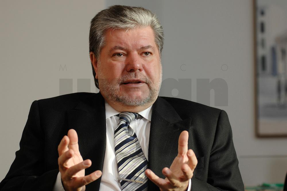 08 JAN 2007, BERLIN/GERMANY:<br /> Kurt Beck, SPD Parteivorsitzender und Ministerpraesident Rheinland-Pfalz, waehrend einem Interview, in seinem Buero, Willy-Brandt-Haus<br /> Kurt Beck, Party Leader of the Social Democratic Party, during an interview, in his office, Willy-Brandt-Haus<br /> IMAGE: 20070108-01-069<br /> KEYWORDS: Ministerpr&auml;sident
