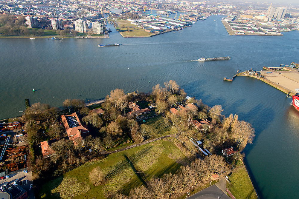 Nederland, Zuid-Holland, Rotterdam, 18-02-2015. Quarantainestation (Quarantaine station), gelegen aan de Nieuwe Maas op het Quarantaineterrein, in de wijk Heijplaat (deelgemeente Charlois). Schiedam en Nieuw Mathenesse in de achtergrond.<br /> Former quarantine qrounds, located on the south border of the Nieuwe Maas (river) in the district Heijplaat<br /> luchtfoto (toeslag op standard tarieven);<br /> aerial photo (additional fee required);<br /> copyright foto/photo Siebe Swart