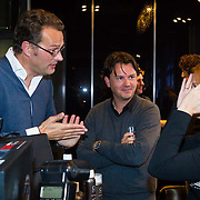 NLD/Amsterdam/20131003 -  Dad's moment , Jeroen Latijnhouwers krijgt Chi Fohn kado
