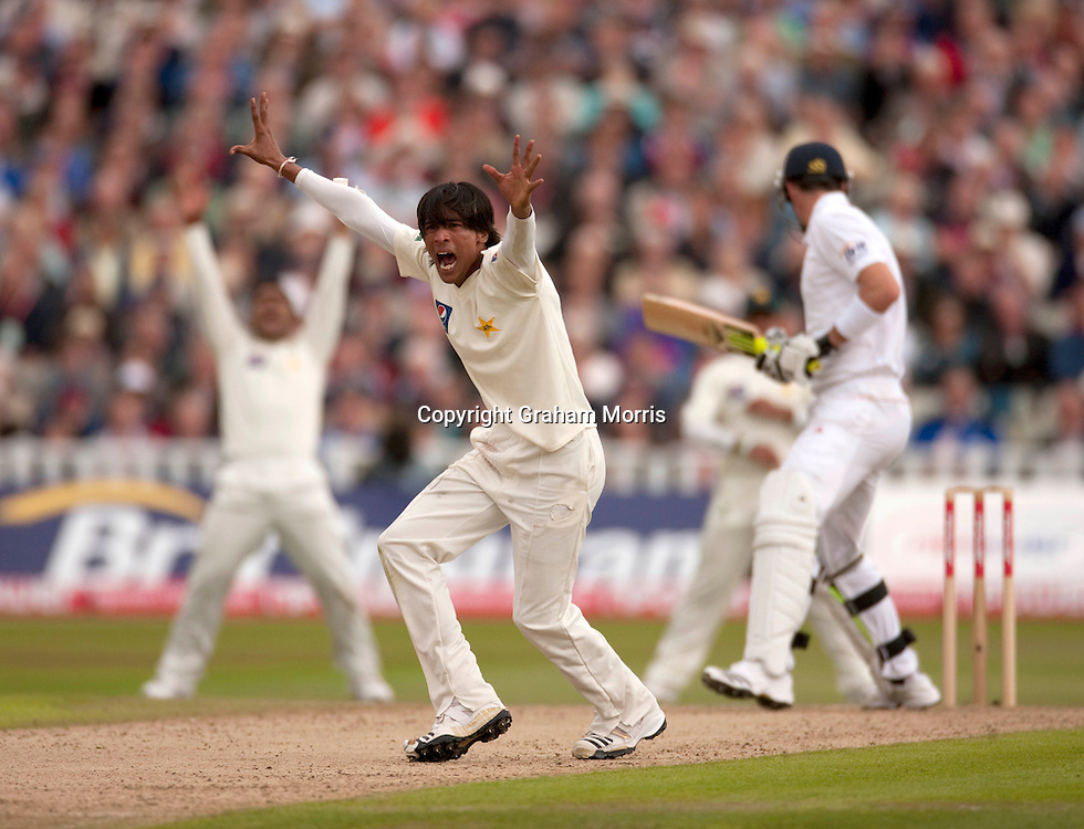 Mohammad Amir appeals in vain for the lbw of Kevin Pietersen during the second npower Test Match between England and Pakistan at Edgbaston, Birmingham.  Photo: Graham Morris (Tel: +44(0)20 8969 4192 Email: sales@cricketpix.com) 06/08/10