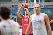 DESCRIZIONE : Trento Primo Trentino Basket Cup Nazionale Italia Maschile <br /> GIOCATORE : Daniel Hackett <br /> CATEGORIA : allenamento<br /> SQUADRA : Nazionale Italia <br /> EVENTO :  Trento Primo Trentino Basket Cup<br /> GARA : Allenamento<br /> DATA : 26/07/2012 <br /> SPORT : Pallacanestro<br /> AUTORE : Agenzia Ciamillo-Castoria/C.De Massis<br /> Galleria : FIP Nazionali 2012<br /> Fotonotizia : Trento Primo Trentino Basket Cup Nazionale Italia Maschile<br /> Predefinita :