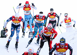 17.12.2016, Nordische Arena, Ramsau, AUT, FIS Weltcup Nordische Kombination, Langlauf, im Bild Taylor Fletcher (USA), Startnummer 41, und eine Gruppe von Athleten // Taylor Fletcher of the USA, BIB 41, and a group of athletes during Cross Country Competition of FIS Nordic Combined World Cup, at the Nordic Arena in Ramsau, Austria on 2016/12/17. EXPA Pictures © 2016, PhotoCredit: EXPA/ Martin Huber