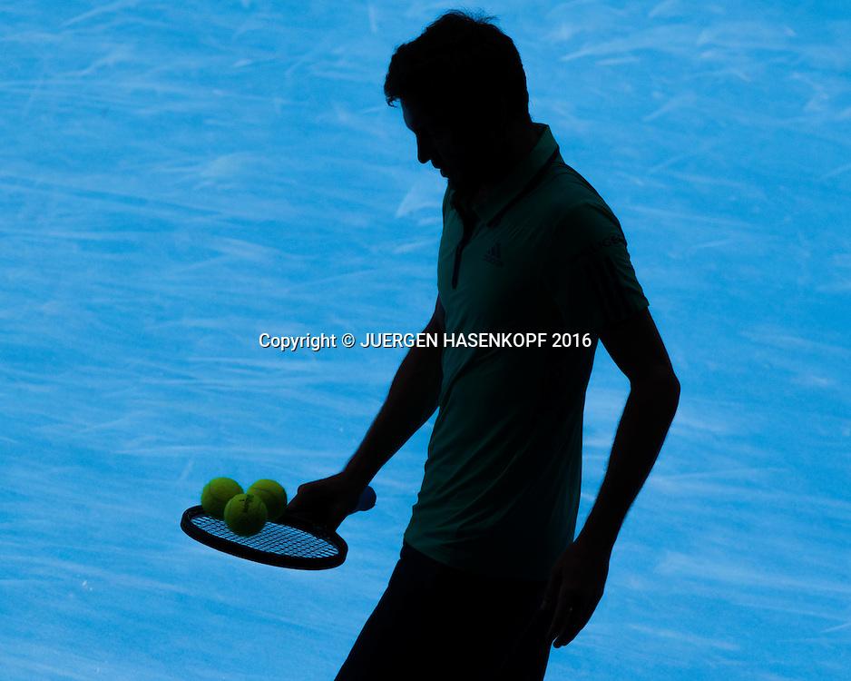 Gilles Simon (FRA), Schatten, Silhouette, von oben,<br /> <br /> Tennis - Australian Open 2016 - Grand Slam ITF / ATP / WTA -  Melbourne Park - Melbourne - Victoria - Australia  - 24 January 2016.