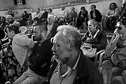 Cittadini del quartiere periferico Tiburtino III di Roma partecipano ad un incontro organizzato dai Movimenti per la casa per discutere del degrado e della emergenza abitativa nel quartiere. Roma 20 settembre 2017. Christian Mantuano / OneShot<br /> <br /> Citizens of Rome suburb Tiburtino III  discuss the neglect and the housing emergency of the city during a meeting organized by the Housing Movement. Rome 20 September 2017. Christian Mantuano / OneShot