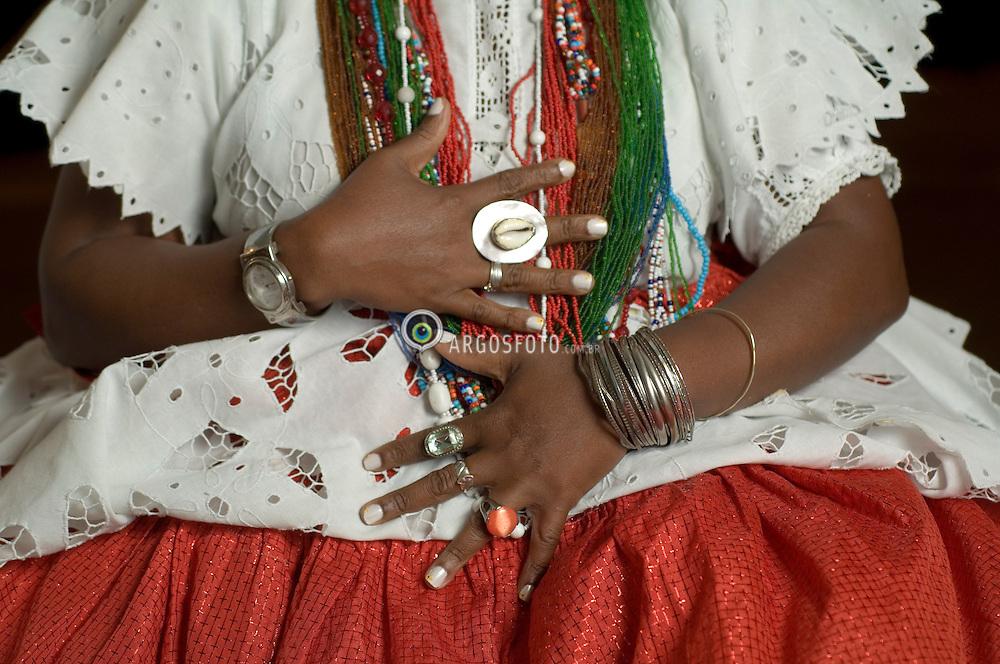 Detalhe dos adornos de uma baina em Salvador / Detail of a woman's adornments in Salvador, Bahia, Brazil. Typical clothes worn by women in Bahia.