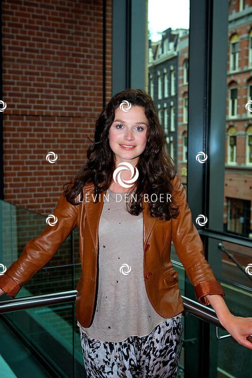 AMSTERDAM - In het DeLaMar Theater gaf Joop van den Ende Theaterproducties een kleine sneakpeak naar de nieuwe Nederlandse Musical, Hij Gelooft In Mij.  Met op de foto actrice Sophie Veldhuizen. FOTO LEVIN DEN BOER - PERSFOTO.NU