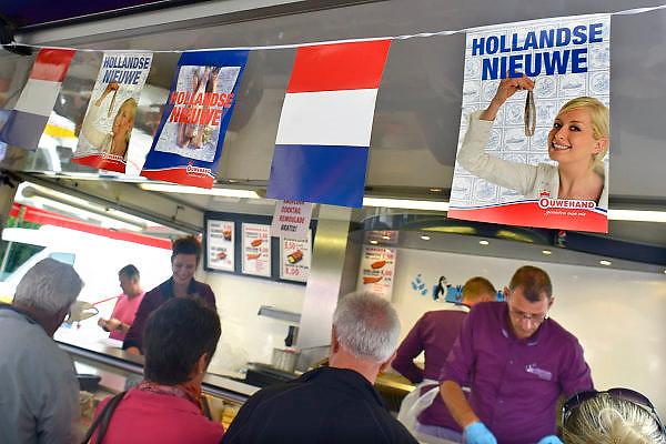 Nederland, Dinxperlo, 21-6-2013.Hollandse nieuwe haring. De meeste vis wordt gevangen in de zee bij Noorwegen.  Nederland heeft nog maar enkele schepen, vissersschepen, die op haring vissen. Foto: Flip Franssen/Hollandse Hoogte