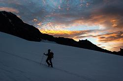 """THEMENBILD - Bergsteiger bei Morgendämmerung am Ködnitzkees. Der Großglockner ist mit 3798 m ü.A. der höchste Berg Österreichs und ein beliebtes Ziel zahlreicher Bergsteiger. Er ist in der Glocknergruppe in den Hohen Tauern. Aufgenommen am 11.10.2014 in Tirol, Österreich // Mountaineer on """"Koednitzkees"""" Glacier at dawn. Grossglockner is the highest mountain of austria and is located in the Hohe Tauern mountain range which is part of the central eastern alps. Tyrol, Austria on 2014/10/11. EXPA Pictures © 2014, PhotoCredit: EXPA/ Michael Gruber"""
