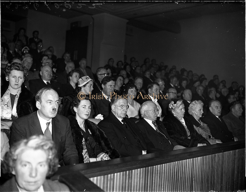 05/02/1960<br /> 02/05/1060<br /> 05 February 1960 <br /> Premiere of Mise Eire at the Regal Cinema, Dublin.