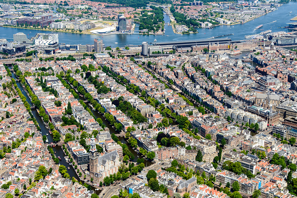 Nederland, Noord-Holland, Amsterdam, 29-06-2018; Binnenstad met Prinsengracht, Westerkerk, Anne Frankhuis, Noordelijk deel Grachtengordel. IJ en IJ-oever, Centraal Station.<br /> City centre, canals. Anne Frankhouse.<br /> luchtfoto (toeslag op standard tarieven);<br /> aerial photo (additional fee required);<br /> copyright foto/photo Siebe Swart