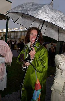Barbara Amiel, Chelsea Flower Show. 19 May 2003. © Copyright Photograph by Dafydd Jones 66 Stockwell Park Rd. London SW9 0DA Tel 020 7733 0108 www.dafjones.com